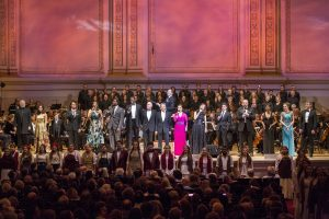 full-cast-with-honorees_photo-by-richard-termine